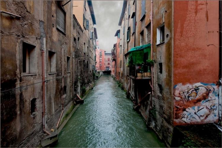 Bologna, canale in via Piella