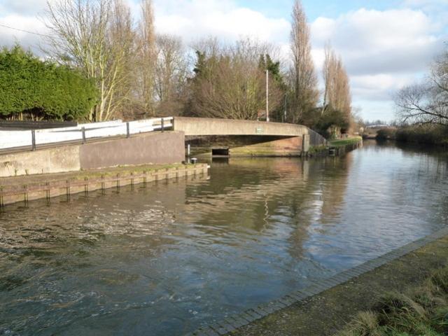 Grand Union Canal alla confluenza con il fiume Brent