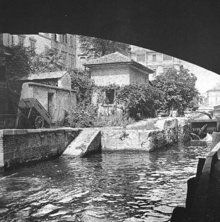 La Conca di via Senato vista dal ponte di corso Venezia in una foto del 1920