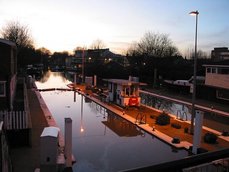 Chiuse sul fiume Tamigi a Brentford