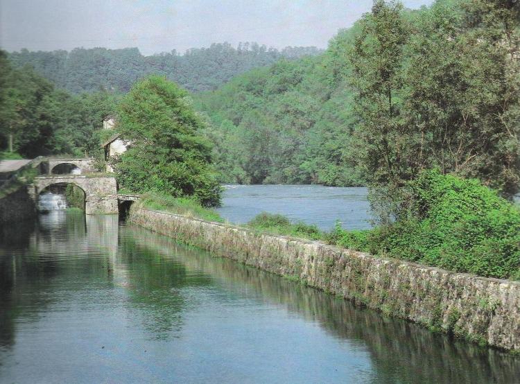 Dopo la conca in Adda, il Naviglio e il fiume scorrono contigui