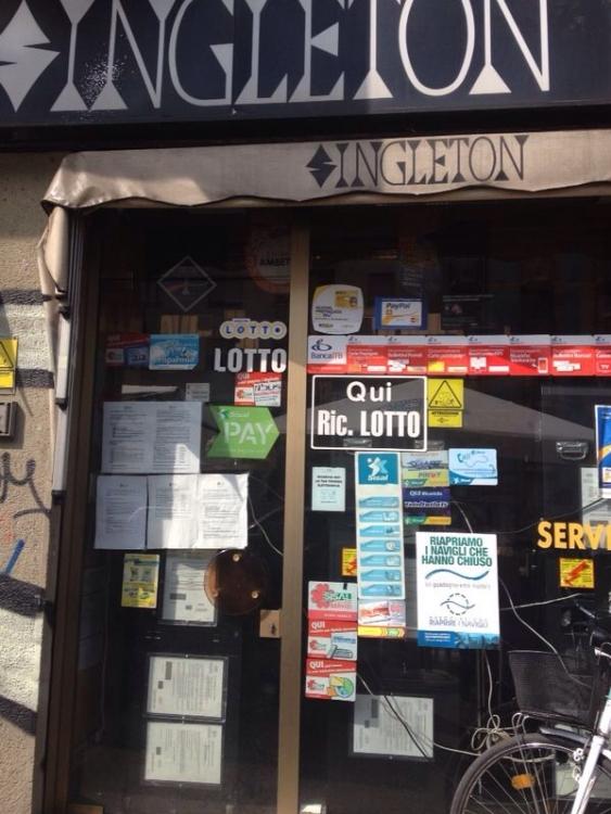 Il poster dell'Associazione al Bar Ingleton di via Melchiorre Gioia