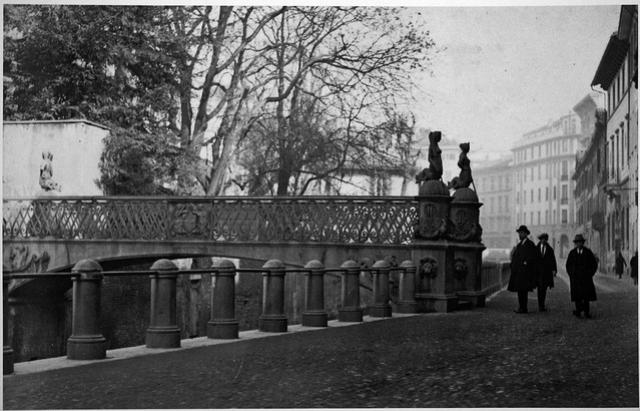 Il Ponte delle Sirenette, via Visconti di Modrone
