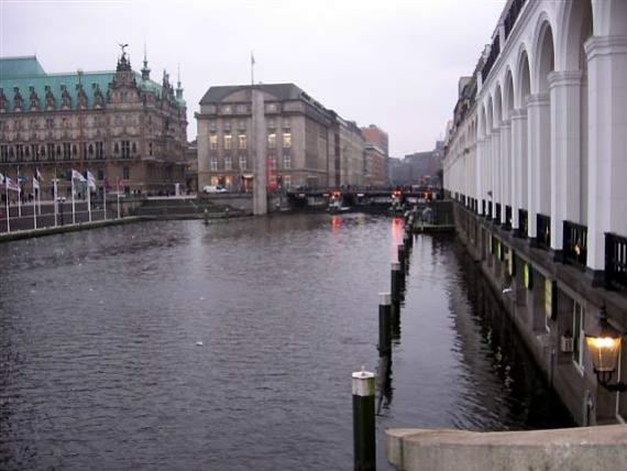 Rathaus e il canale Alsterfleet