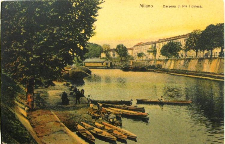 Milano, la Darsena in una cartolina dell'epoca
