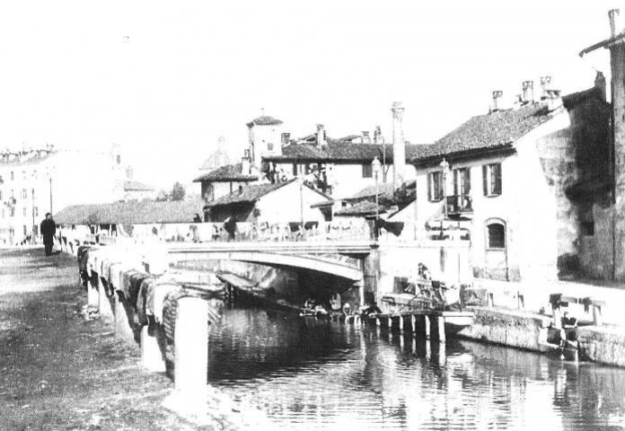 Via della Chiusa - inizio Novecento. Il ponte nella fotografia è quello delle Pioppette. Sullo sfondo, la cupola di San Lorenzo.