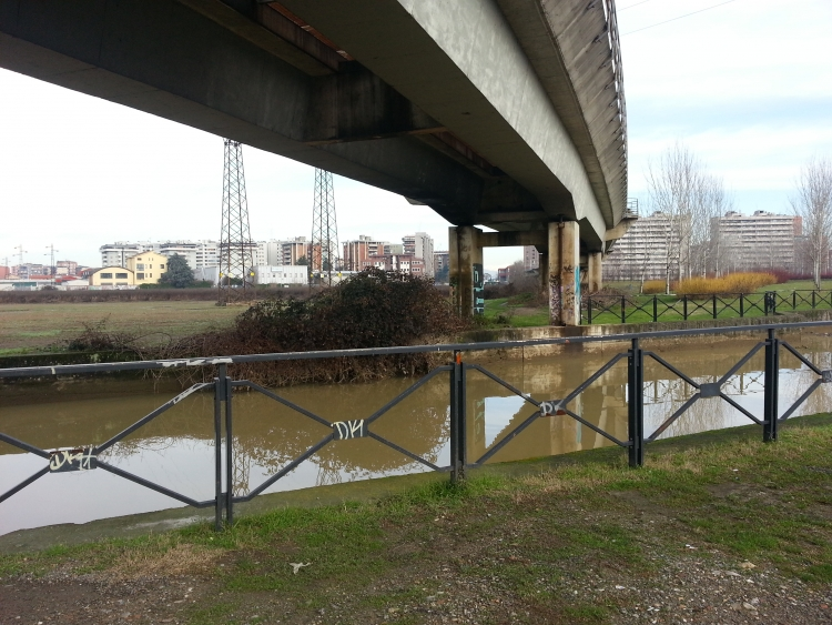 La Martesana sotto il ponte della MM3 per Gessate - Cologno Monzese - 6-01-2014